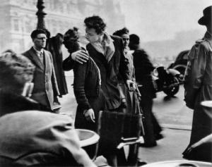 The Kiss by the Hotel de Ville